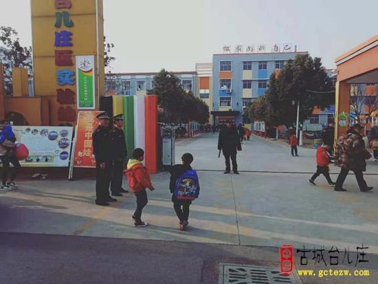 【图文】台儿庄区综合行政执法局:设立护学岗维护校园周边秩序