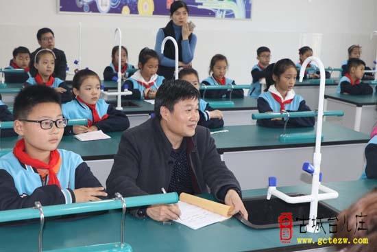 """开讲啦!台儿庄区明远实验小学举办首届""""数学讲题小达人""""大赛(图)"""